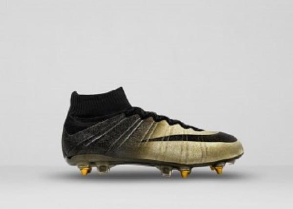 Cristiano Ronaldo: Nike lui offre une paire de marque incrustée de diamants (photos)