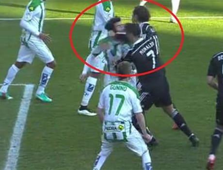 Cristiano Ronaldo expulsé pour un coup de poing ! VIDÉO