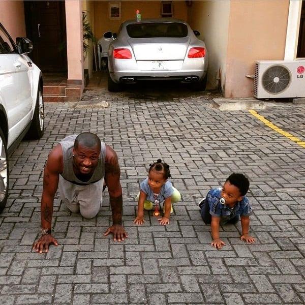 P-Square: Peter à quatre pattes avec ses enfants (photos)