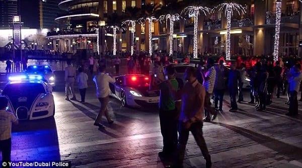 Incroyable! Dubaï exhibe sa flotte de voitures de luxe utilisée pour la patrouille de police: vidéo