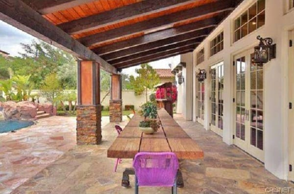 kylie-jenner-new-house-photos-015-480w