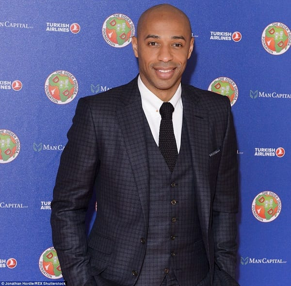 27B6B38200000578-3045235-Thierry_Henry_dons_a_suave_looking_suit_as_he_arrived_at_the_Dor-a-157_1429398601473