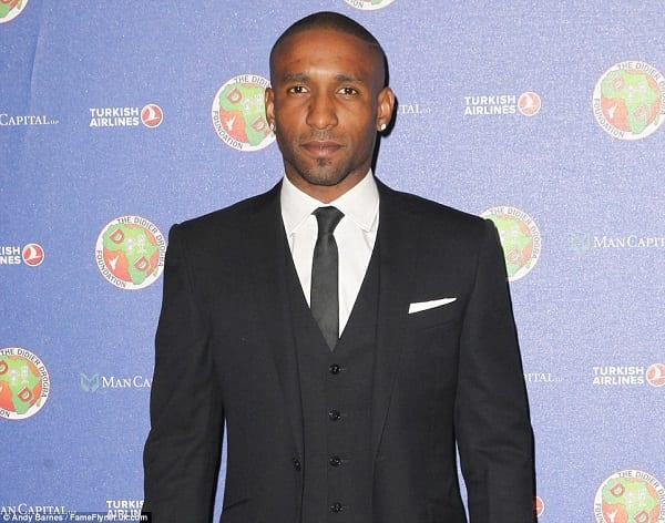 27B71AB200000578-3045235-Sunderland_striker_Jermain_Defoe_made_the_trip_back_to_London_to-a-154_1429398601262