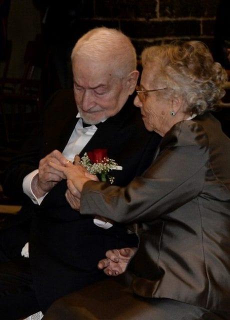 Séparés il y a 70 ans par la guerre, grâce à internet ils se retrouvent et se marient