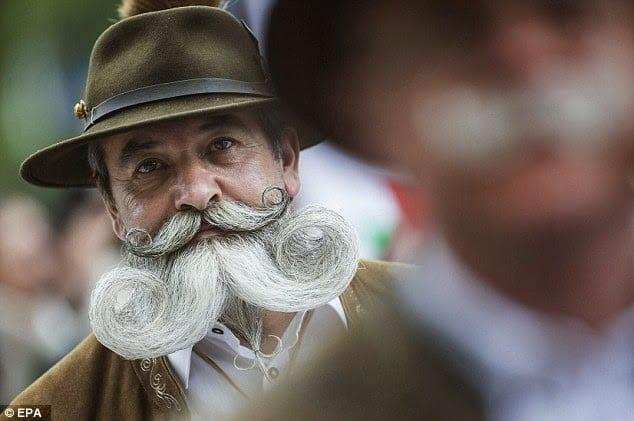 Hongrie: Photos extraordinaires du festival de Barbe