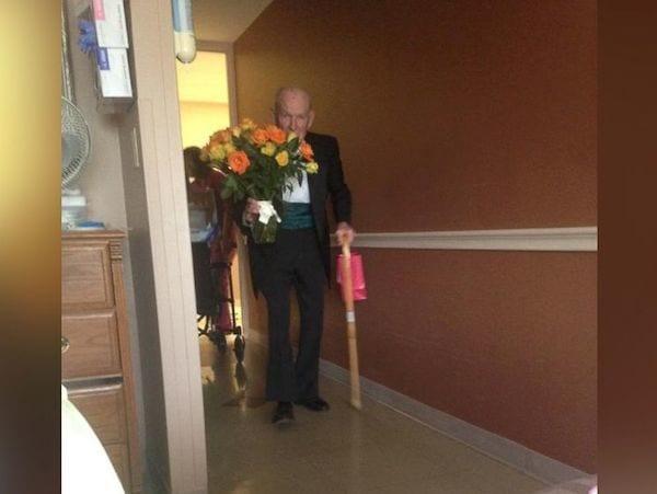 Pour leur 57e anniversaire de mariage, il surprend sa femme à l'hôpital