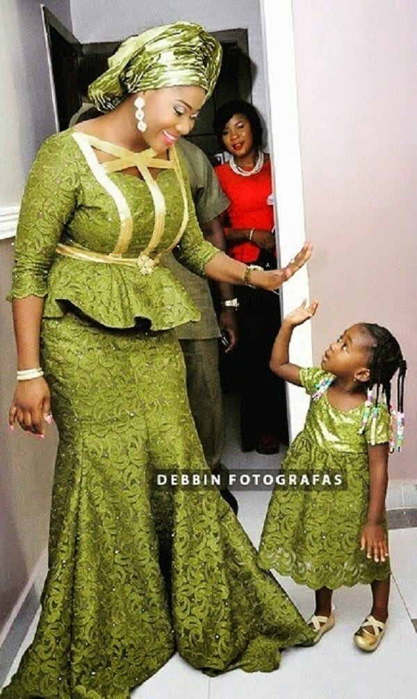 mercy johnson partage de belles nouvelles photos de sa famille afrikmag. Black Bedroom Furniture Sets. Home Design Ideas