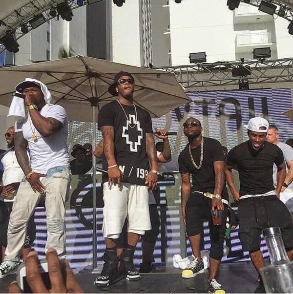 Davido fait la fête sur scène avec 50 Cent: photos