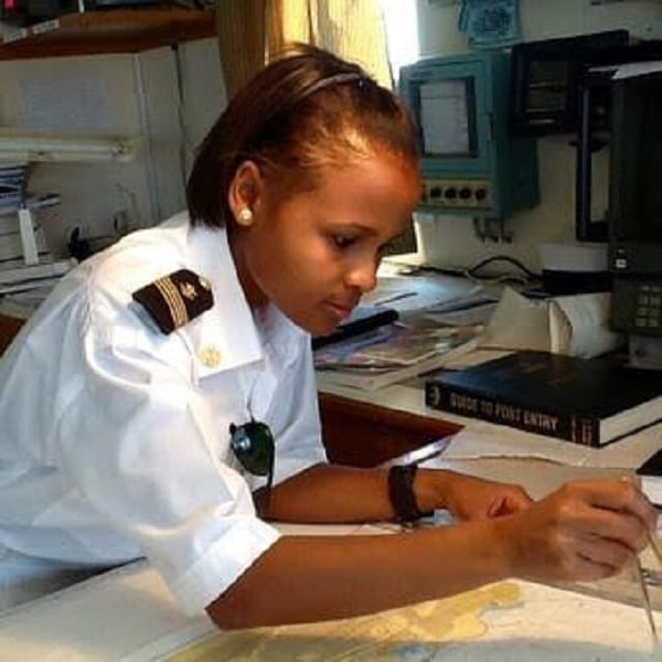 Inspiration: Elizabeth Marami première femme pilote maritime au Kenya (PHOTOS)