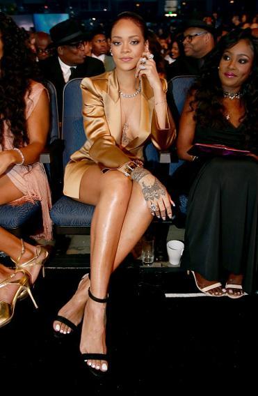 Incroyable!!! Rihanna scotch la bouche de FloydMayweather aux BET Awards ! (video)