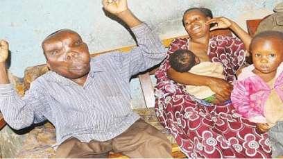 """SEBAHI surnommé """"l'homme le plus laid"""" et sa femme accueillent leur bébé"""