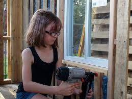 Inspiration : à 9 ans, elle fabrique des cabanes pour les sans-abri
