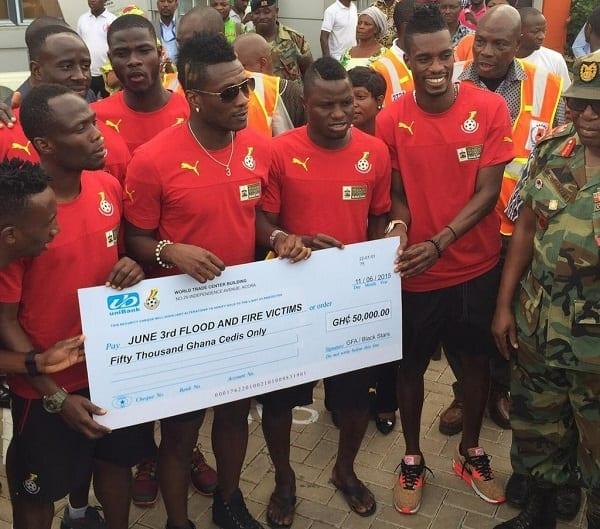 Ghana: Les Black Stars visitent le site d'incendie et fait don de 10.000 euros (PHOTOS)