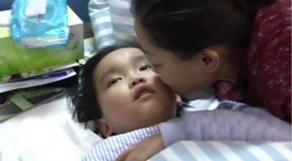 À 7 ans, il supplie les docteurs de le laisser mourir, la raison va vous déchirer le cœur