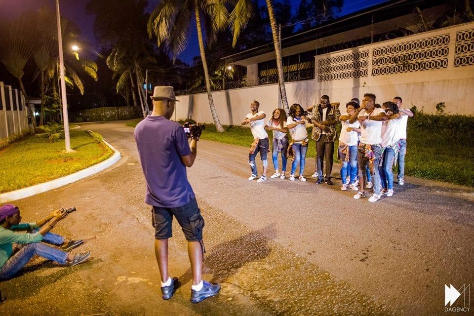 Akon : découvrez les 10 photos du tournage de son nouveau clip contre Ebola