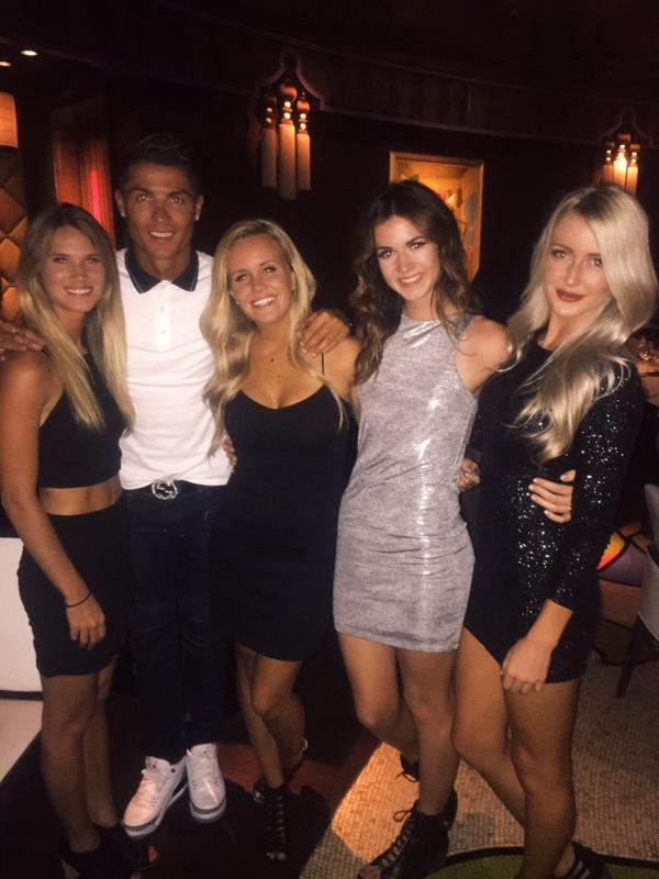 Cristiano Ronaldo: Il retrouve le téléphone d'une fille et l'invite à dîner: photos