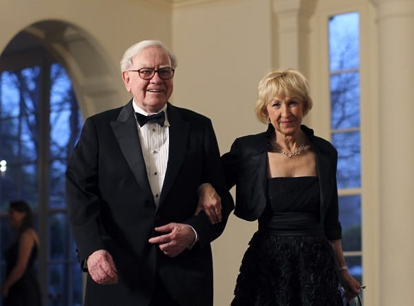 Business magnate Warren Buffett and his wife Astrid Menks arrive for a State Dinner held in honor of Britain's Prime Minister David Cameron and his wife Samantha at the White House in Washington March 14, 2012.  REUTERS/Benjamin Myers (UNITED STATES MEDIA - Tags: POLITICS BUSINESS)