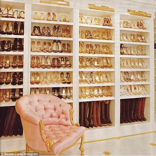 Mariah Carey étale son massif placard de chaussures dorées: photo