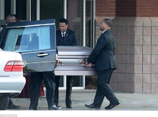 Whitney Houston: Sa fille Bobbi Kristina inhumée...Une bagarre éclate à ses funerailles (photo)