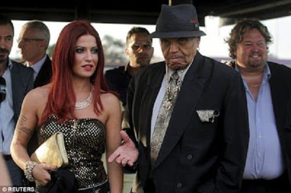 Michael Jackson: Son père Joe a un accident vasculaire cérébral et 3 crises cardiaques après avoir pris du viagra