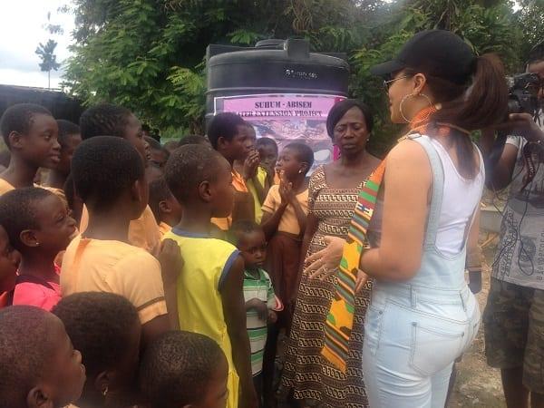Nadia Buhari fournit de l'eau potable à un village: PHOTOS