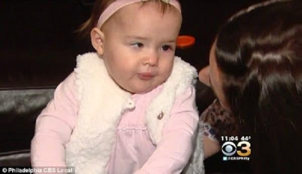 Pape François: Il aurait opéré un miracle en embrassant la tête de cette fillette (PHOTOS)