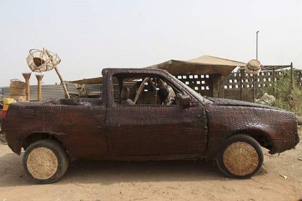 Découvrez la première voiture en raphia du monde, tissée à la main par un nigérian: PHOTOS