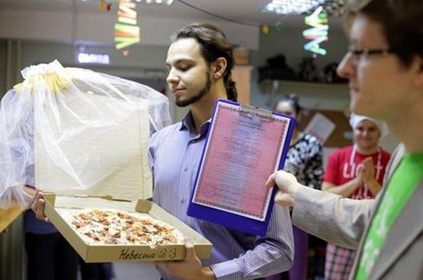 Russie: Cet homme épouse une pizza après des années de célibat: PHOTOS