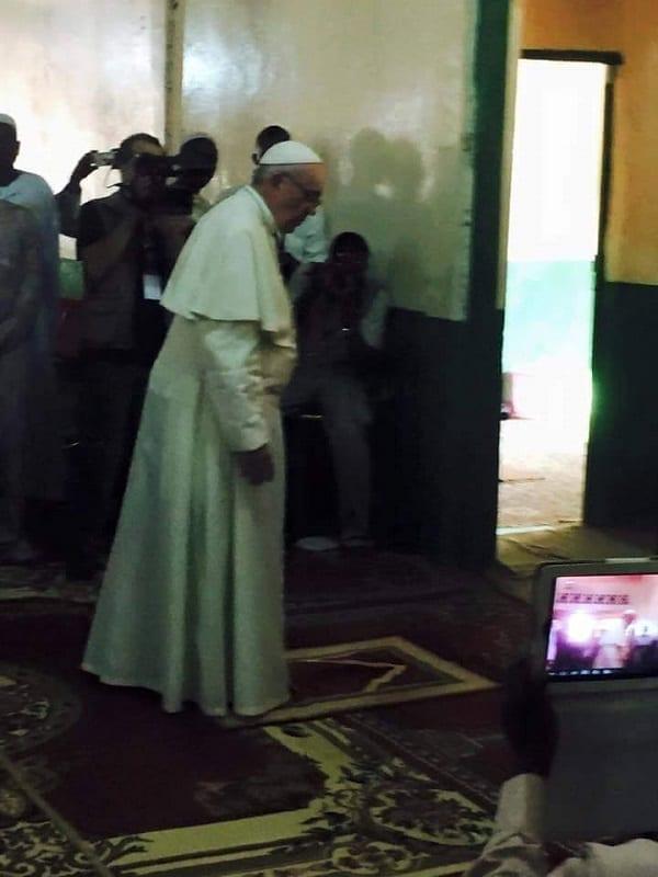 Le pape François visite une mosquée en République centrafricaine: PHOTOS