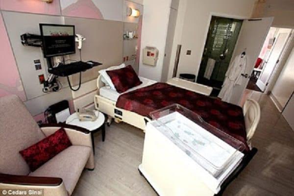 Kim K : A l'intérieur de la maternité de luxe où elle a donné naissance à son fils (PHOTOS)