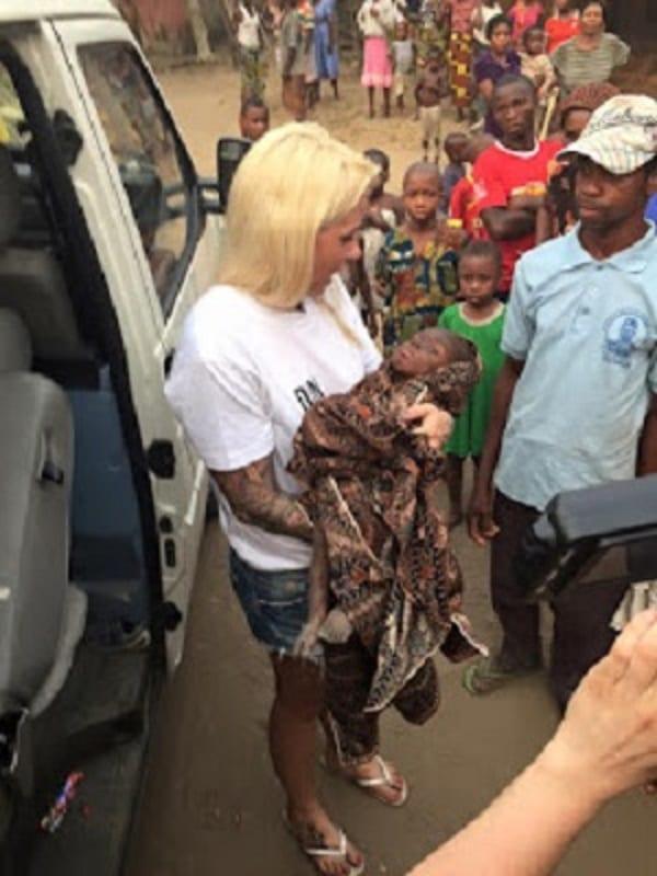 Nigeria: une Danoise sauve un petit garçon accusé de sorcellerie et laissé pour mort (PHOTOS)