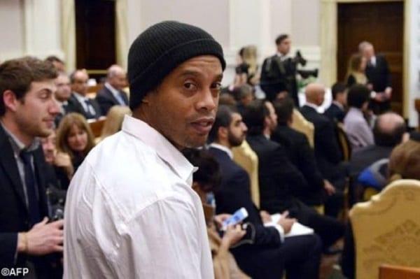 L'ancien footballeur brésilien Ronaldinho rencontre le pape François