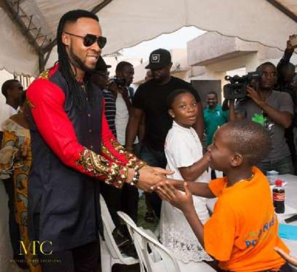 Flavour visite la fondation Didier Drogba en Côte-d'Ivoire: PHOTOS