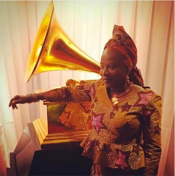 Grammy Awards: La chanteuse Angélique Kidjo sapée à l'Africaine pour la cérémonie: PHOTOS