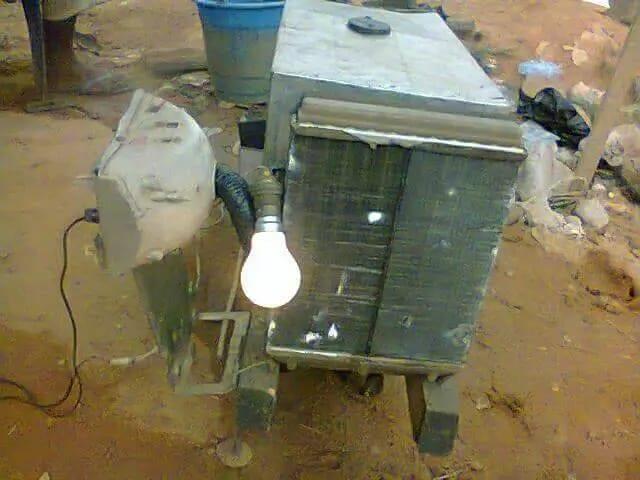 Inspiration: Un jeune nigérian fabrique un générateur qui utilise l'eau comme carburant