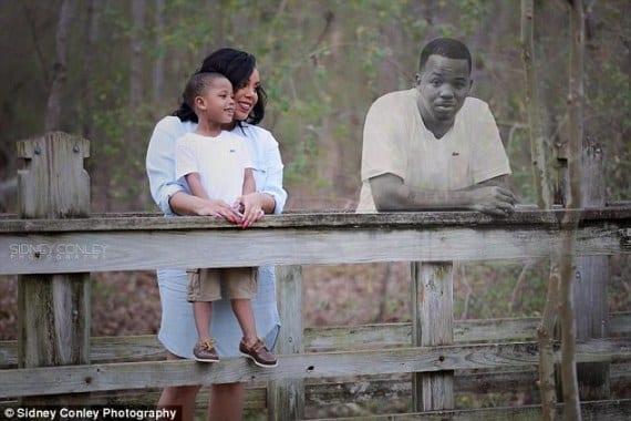 Histoire touchante: Une maman fait un montage photo incluant son défunt mari (PHOTOS)