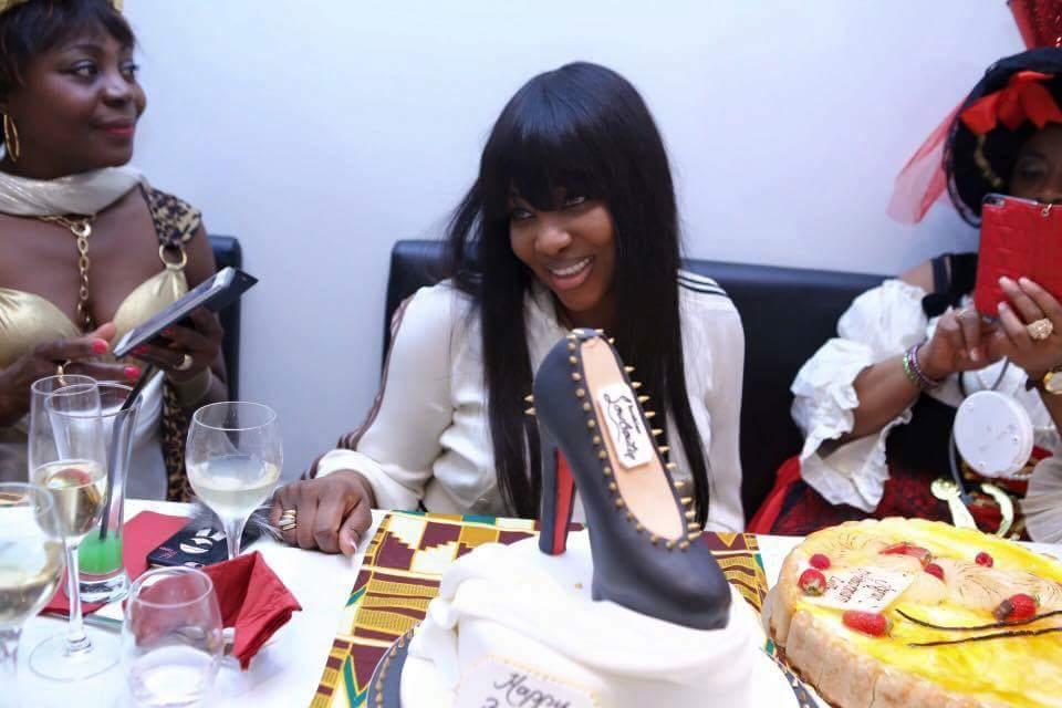 People : L'épouse de Drogba fête son anniversaire avec un gâteau en forme de chaussure (photos)