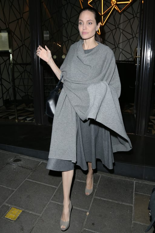 People : Angelina Jolie pèserait à peine 35 kilos ! (photos)