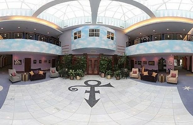 Inside-Princes-incredible-Paisley-Park-studios (3)