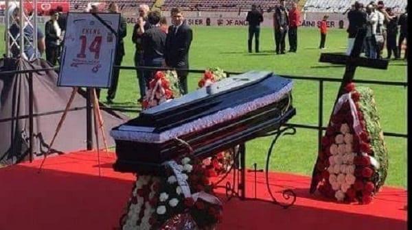 Découvrez des photos des funérailles de Patrick Ekeng